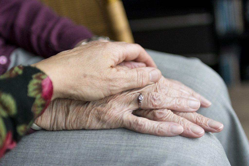 NUMEDIX präsentiert: 6 Pflegeberufe, die sich für Quereinsteiger besonders eignen