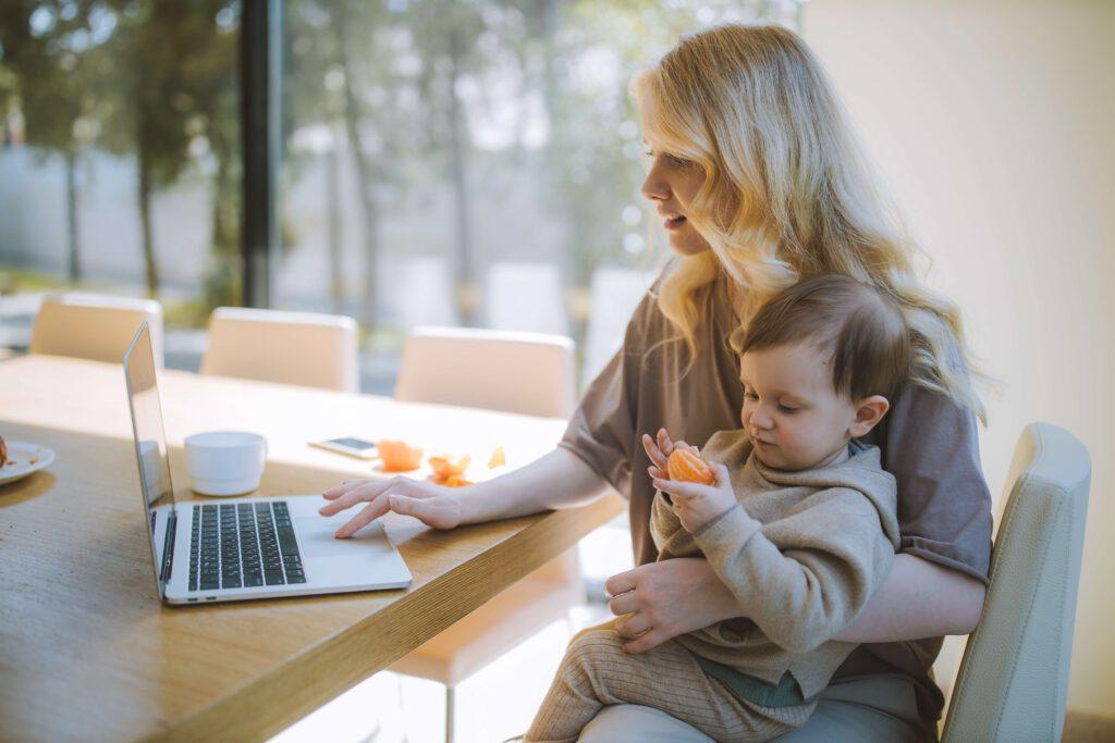 Familie und Beruf im Einklang: Zeitarbeit bietet Alleinerziehenden Chancen